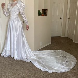 White bead sequin pearl poofy sleeve wedding dress
